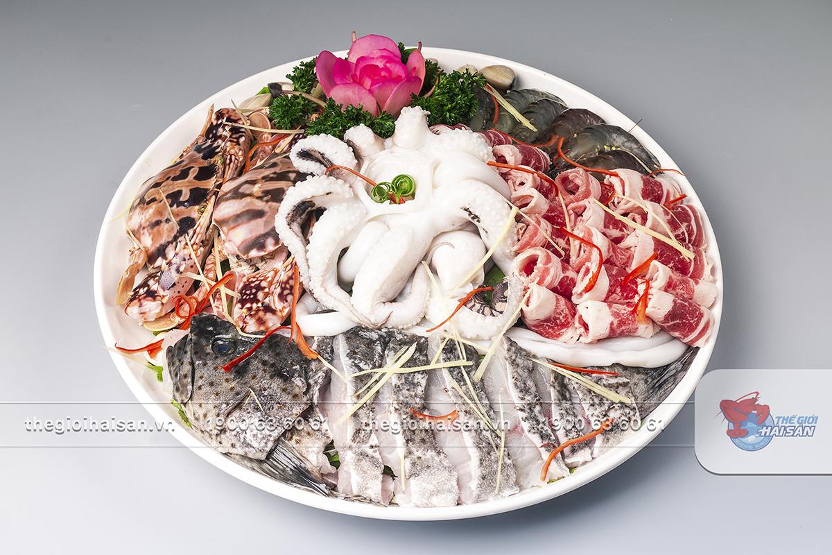 Set lẩu chua cay với nhiều hải sản hấp dẫn